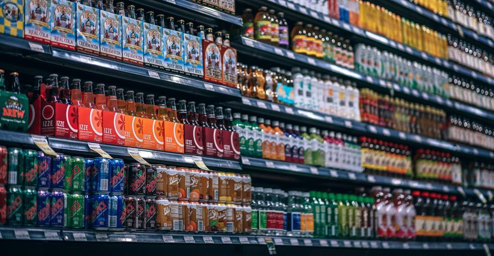 aisle-beverages-bottles-811108