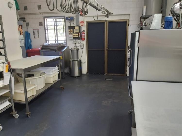 leasehold butcher shop iluka - 4