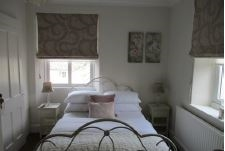 six bedroom guest house - 9