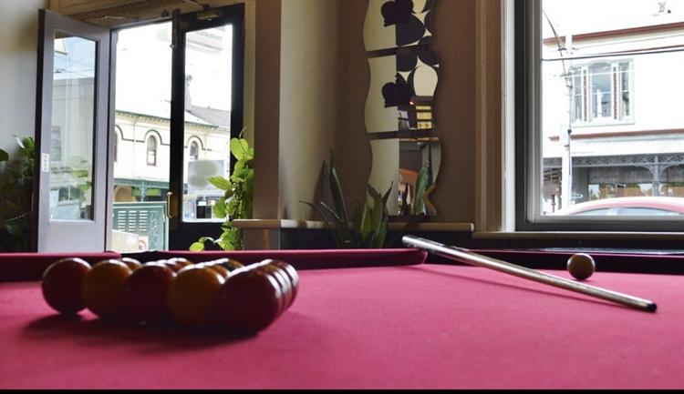 prime location restaurant hotel - 5