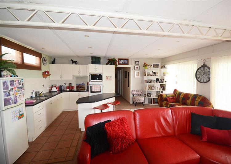 2457mf small freehold motel - 11