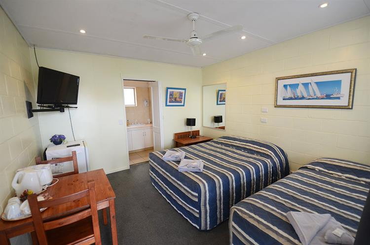 2457mf small freehold motel - 7