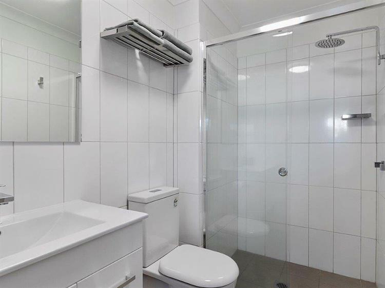 1407ml large leasehold property - 5