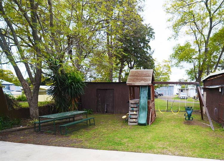 2457mf small freehold motel - 10