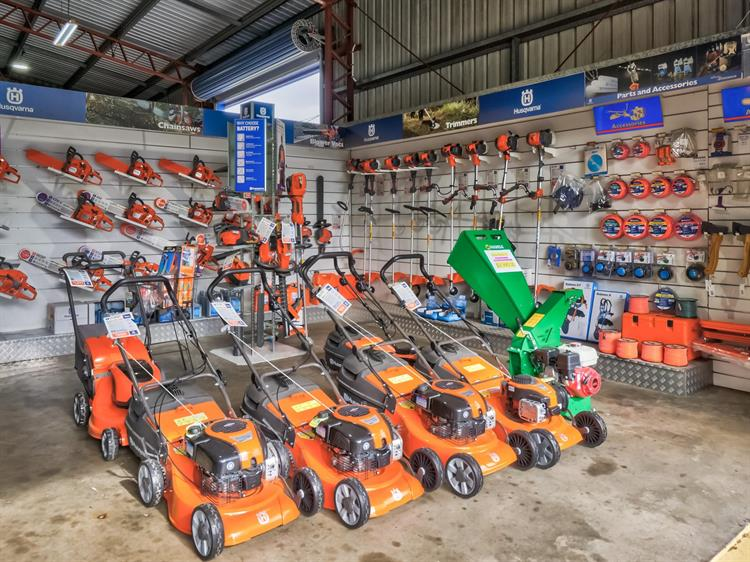 busy mower chainsaw dealership - 4