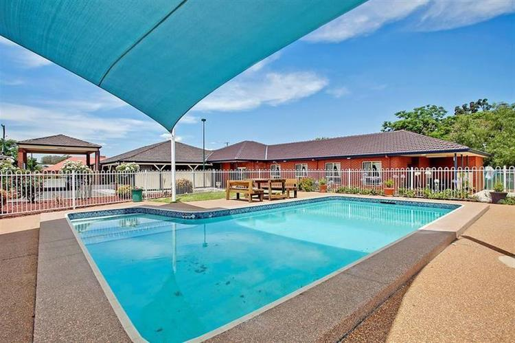 motel freehold investment beautifully - 13