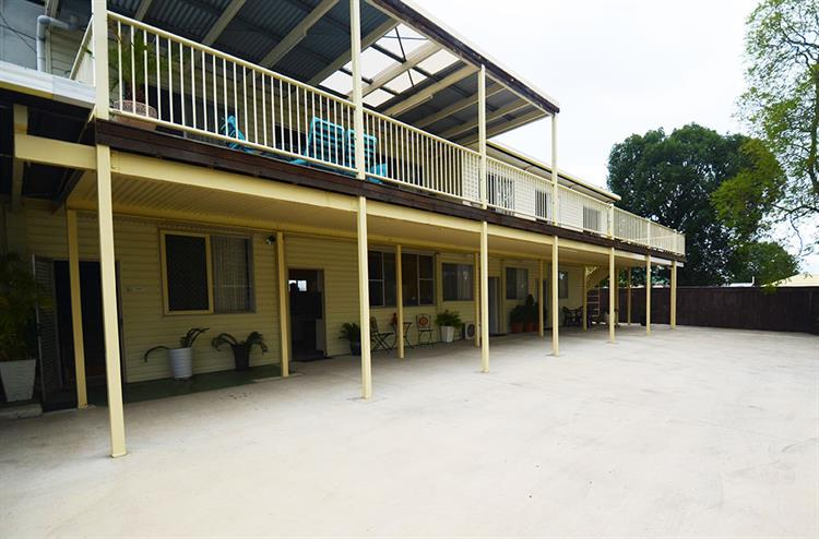 2457mf small freehold motel - 8