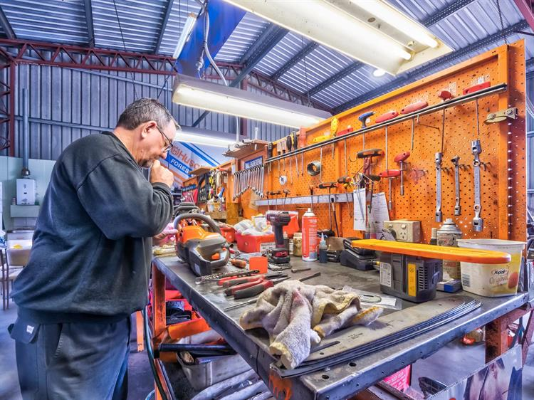 busy mower chainsaw dealership - 10