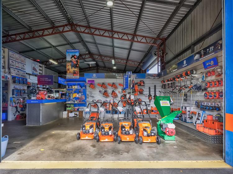 busy mower chainsaw dealership - 6