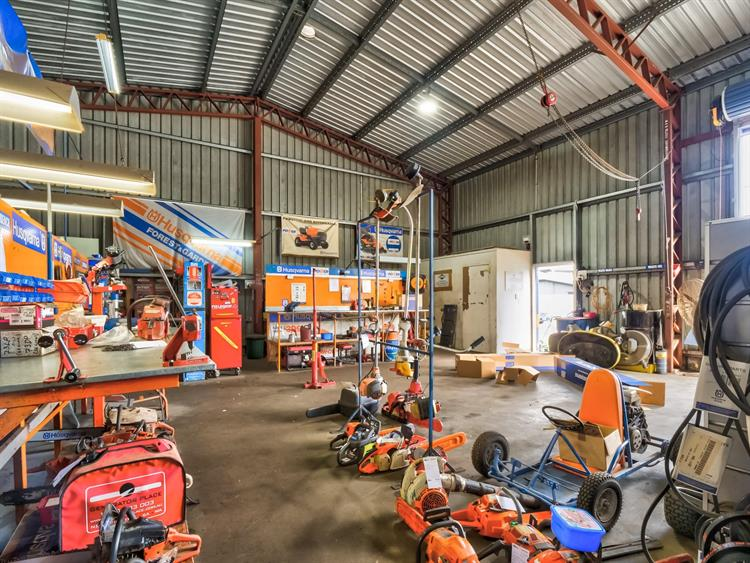 busy mower chainsaw dealership - 9