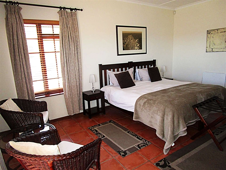 popular four star guesthouse - 11